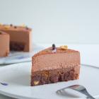 Brownie med praliné og mælkechokolademousse