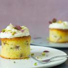 Mazarinmuffins med rabarber og pistacie