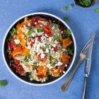 Bulgursalat med bagte tomater, peberfrugt og krydderurter