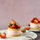 Mini islagkager med jordbærparfait, marcipan og chokolade