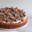 Brownie med chokoladecreme og friske bær