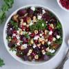 Rødbede salat med grønkål, æbler og ristede svampe