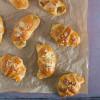 Kærnemælkshorn med æble og marcipan