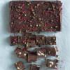 Nougatbrud med hasselnødder, tranebær og mørk chokolade