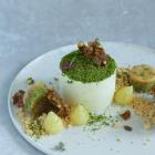 Limeparfait med pistaciemazarin og karamelganache - nytårsdessert