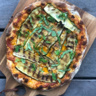 Pizza uden surdej - sprød og luftig pizzabund