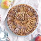 Æbletærte med kanel, marcipan og nødder