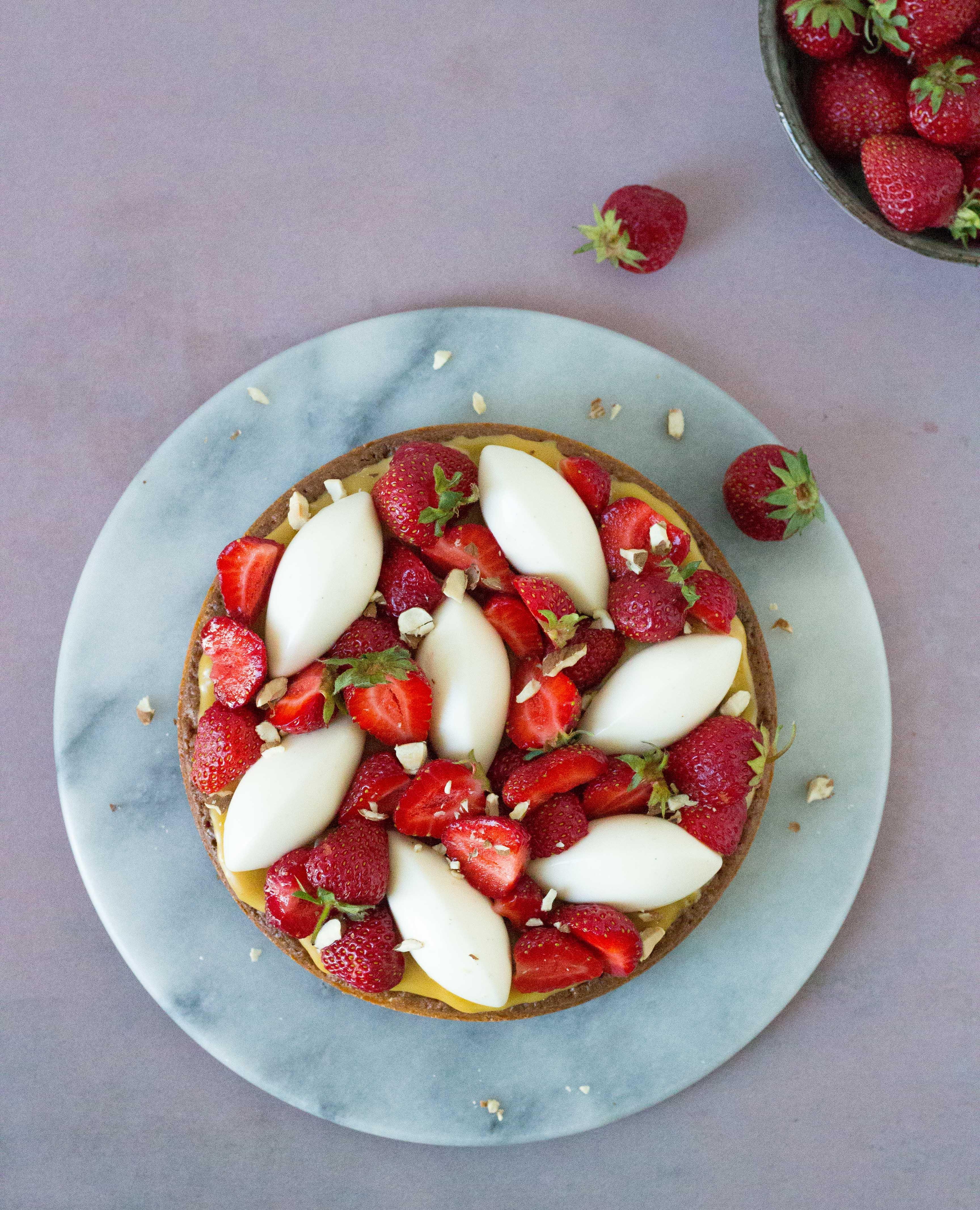 karamelkage med jordbær