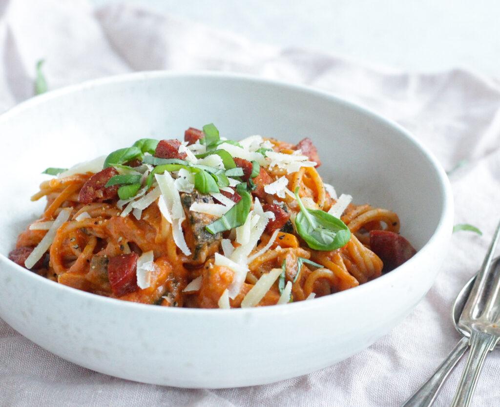 spaghetti med tomatsovs
