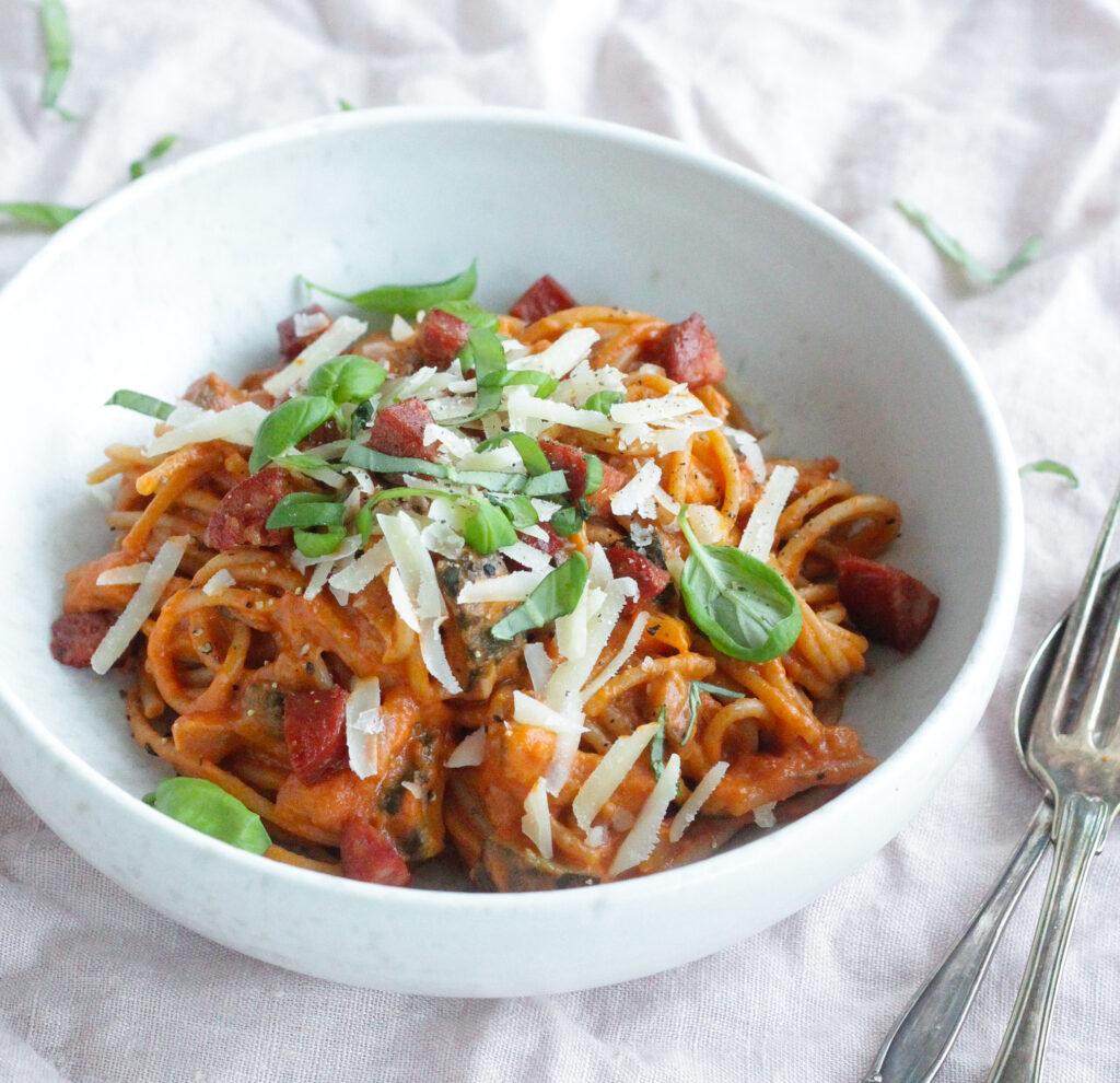 spaghetti med bagte grøntsager